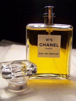 chanel no 5 eau de parfum scentsate perfume. Black Bedroom Furniture Sets. Home Design Ideas